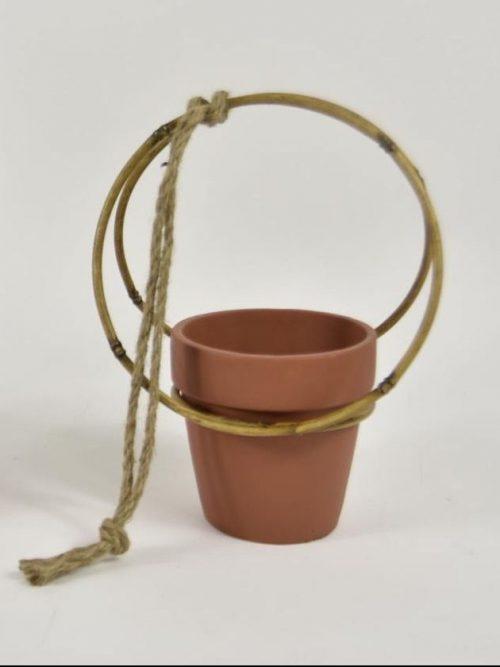 Plantenhanger-metaal-bamboelook-terracottapot
